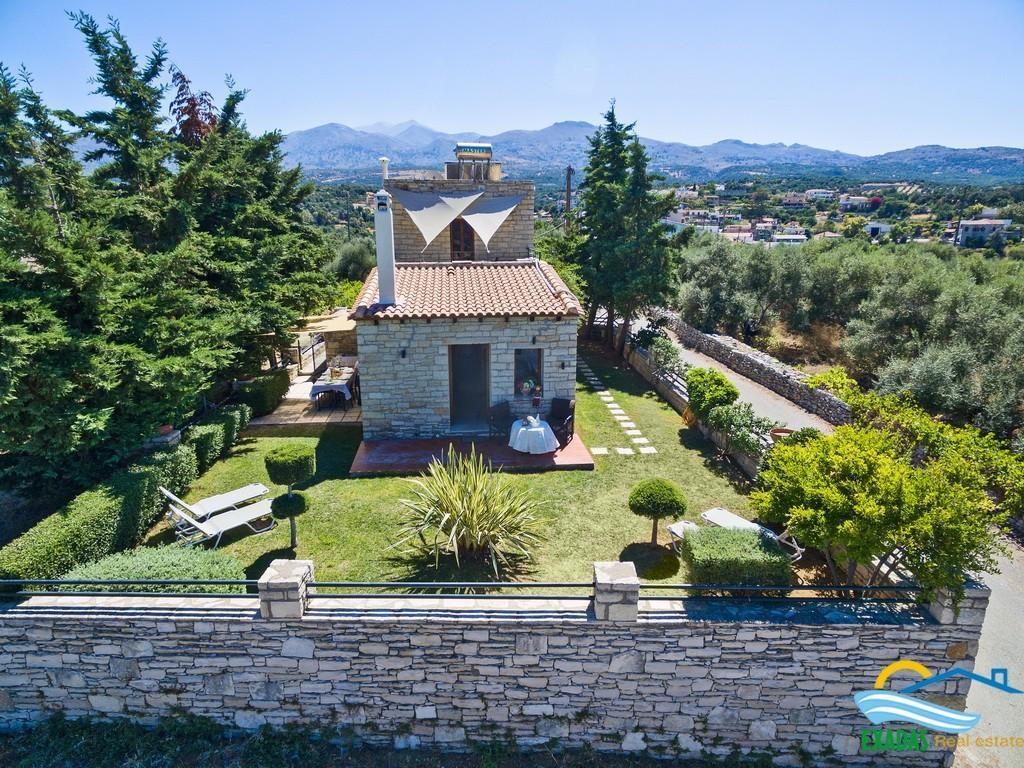 Stone built villa of 107 sq.m located in traditional village.