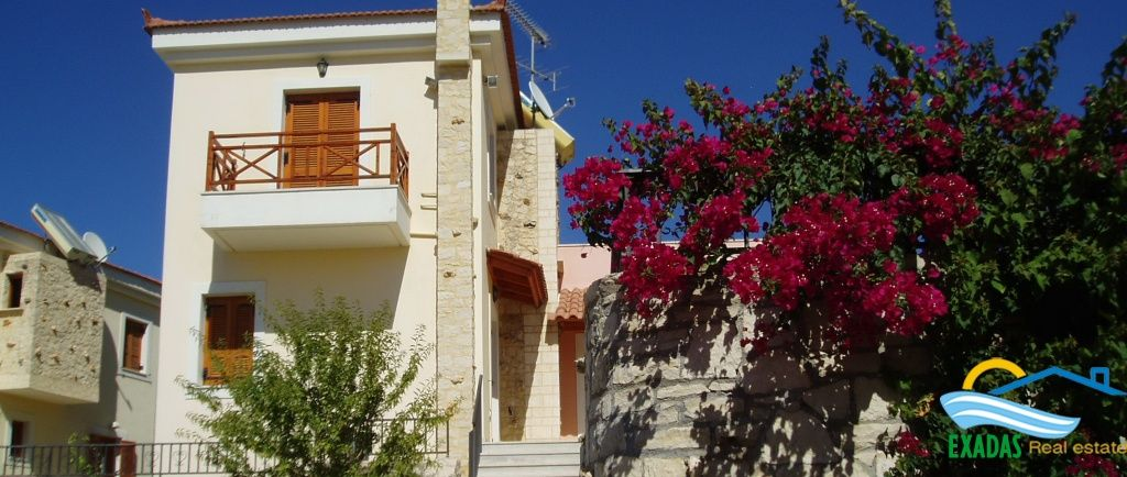 Greatly priced villa of 4 brs, with garden,  pool, guest house only 7 kms from Rethymnon center