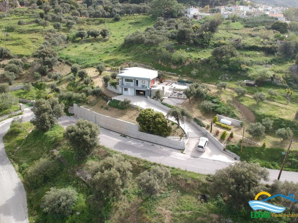 Recently constructed villa of 227 m2 (138m2 of living space and 89m2 for utilities)near Spili.