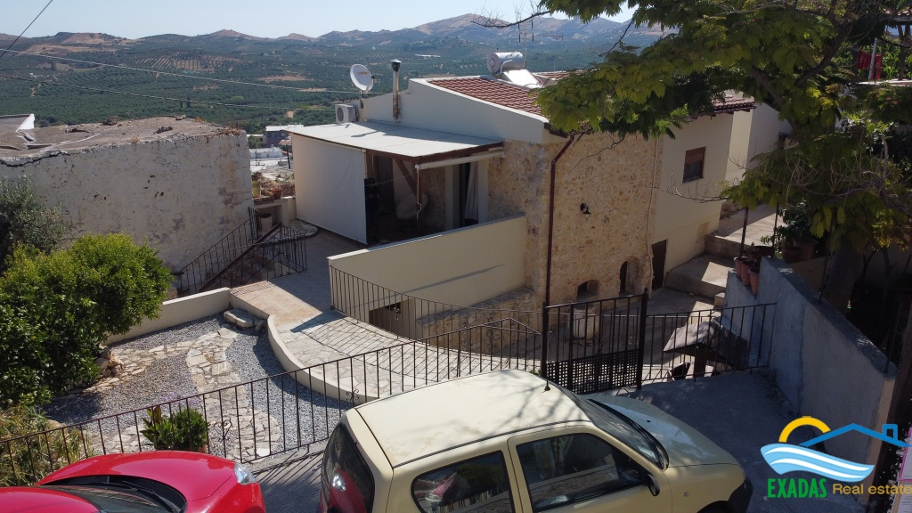 Great stone built house in Roumeli of a 2 brs house including a separate ground floor  of 1 bedroom.