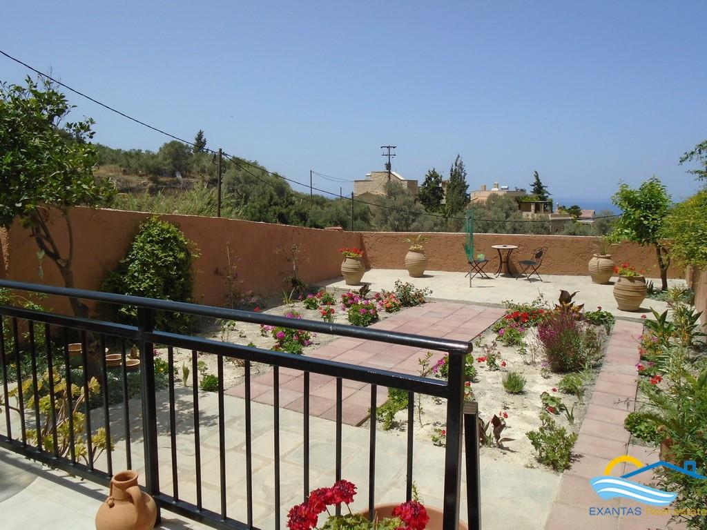 Lovely house of 4 bedrooms, 2 bathrooms, a garden and nice Sea views located very close to Rethymnon