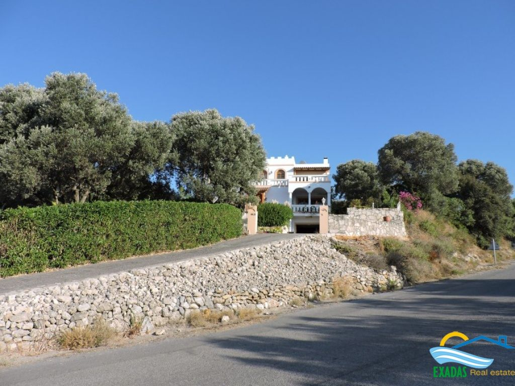 Great character villa with much spaces and amazing views for sale in Maroulas