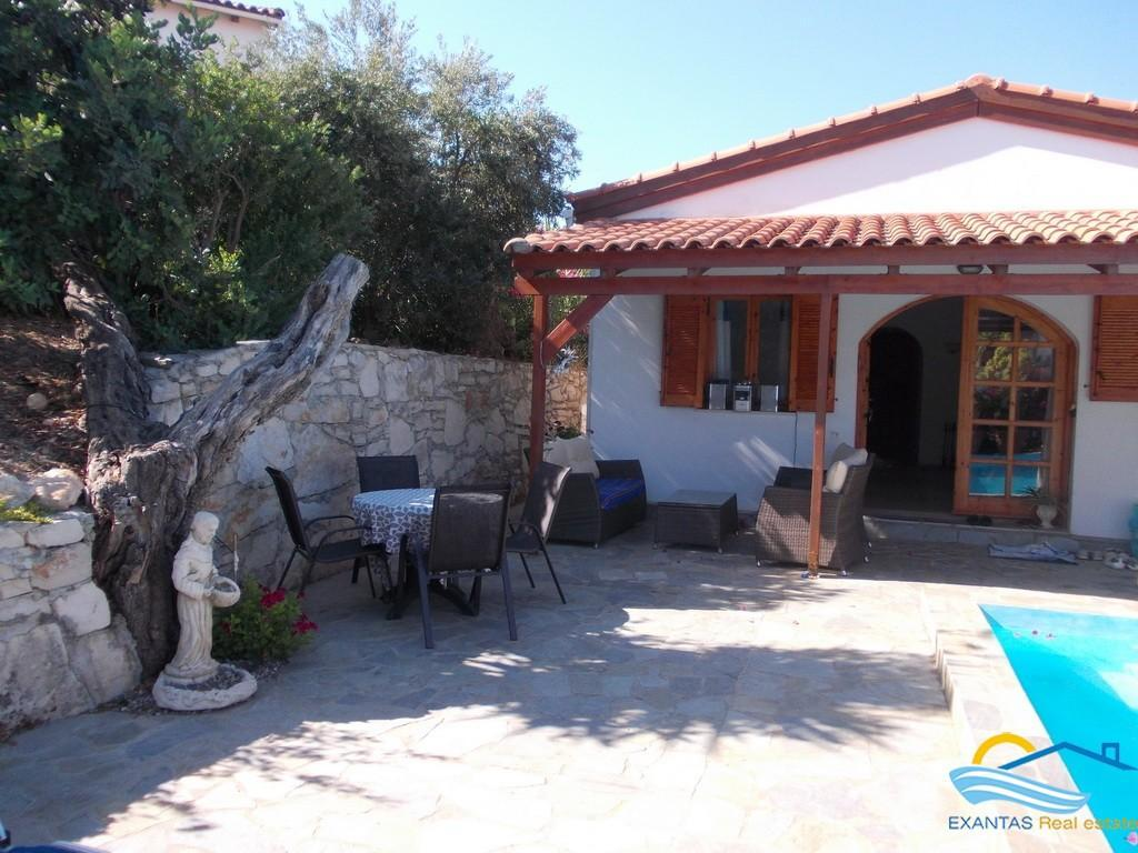 Nice Villa of 90 sq.m with swimming pool, nice garden, and great views for sale now!