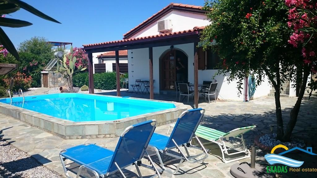 Nice Villa of 90 sq.m with swimming pool, nice garden, roof terrace and great views for sale now!