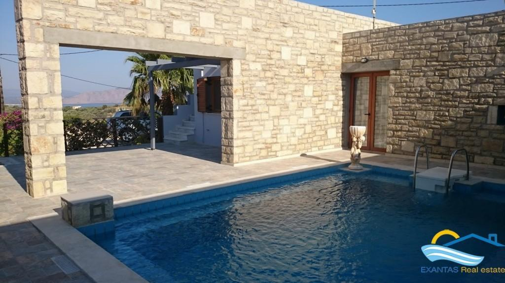 Superb villa with huge plot, Nice architectural features, pool, located near Petres - Episkopi beach