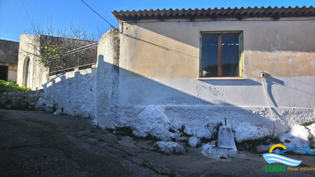 For renovation property of 73 sq.m on plot 126 sq.m at traditional village 10kms from Rethymno