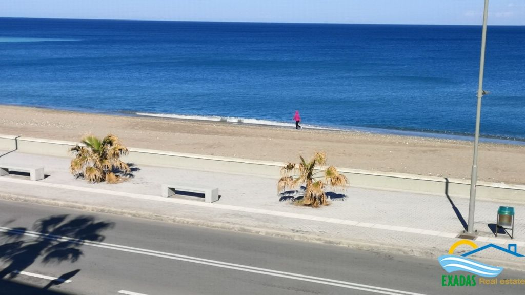 By the beach, top floor property with parking and basement space for sale in Rethymnon
