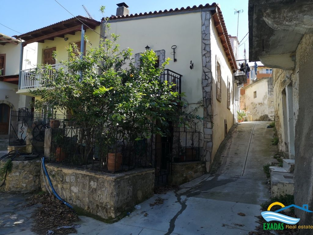 Traditional house of 70 sq.m at the popular village of Adele, only 10