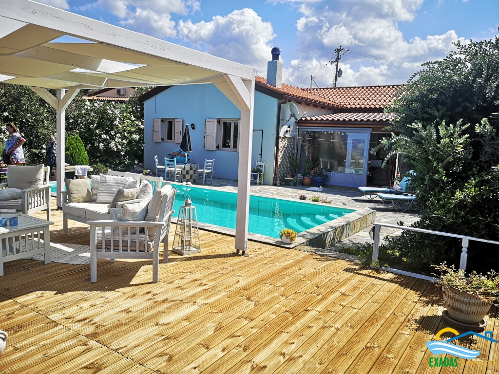 Excellent villa of 100 sq.m with swimming pool built on plot of 600 sq.m 10 kms from Rethymnon city