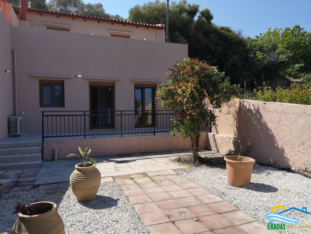 Just outside city house of 4 bedrs, 2 baths, garden, Sea views placed in picturesque area, for rent