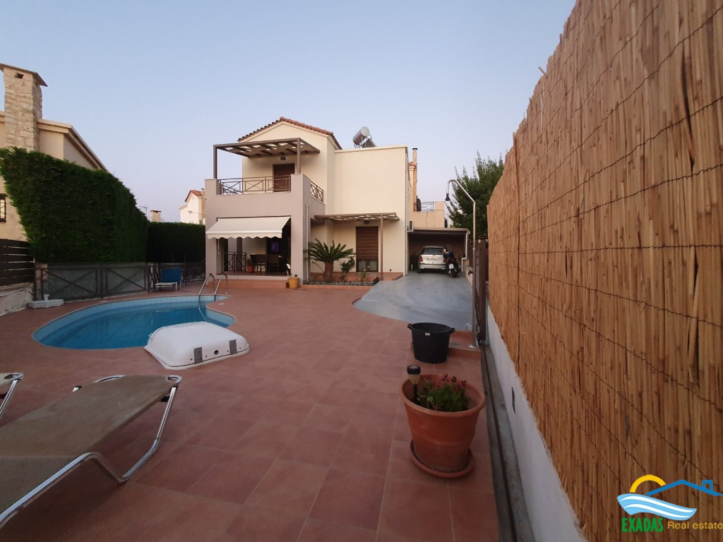 Excellent view villa of 3 bedrooms and 2 bathrooms with pool and great outside areas