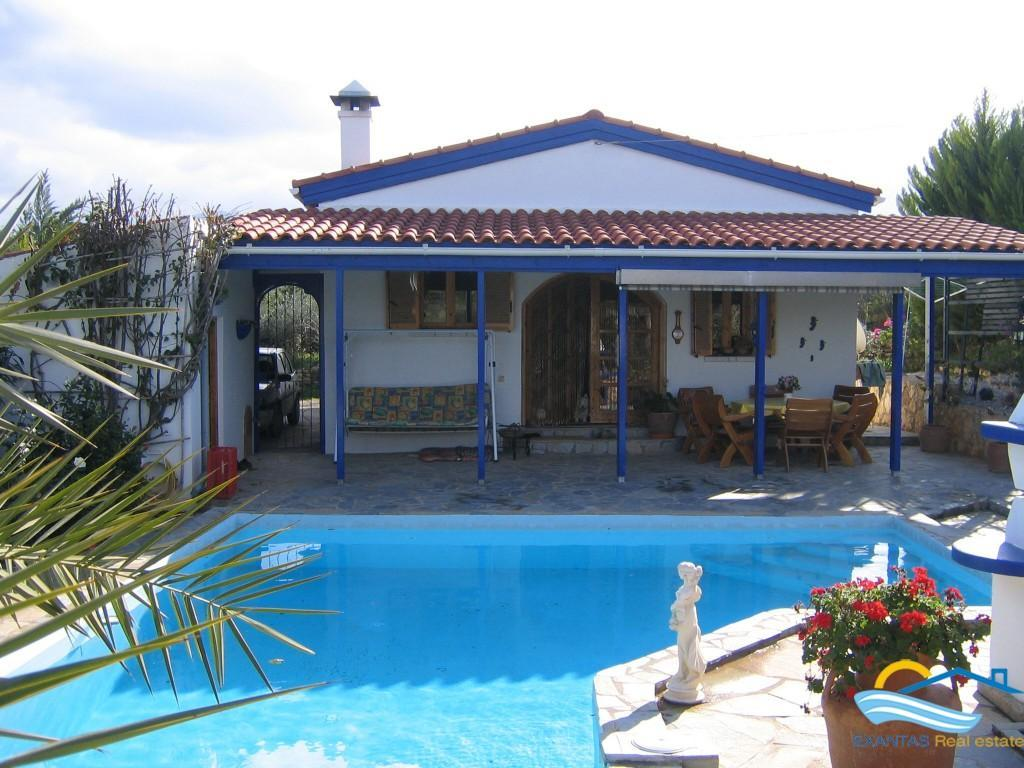 Only 105.000 euro! Top opportunity, A nice villa with swimming pool for sale in Roumeli Crete !