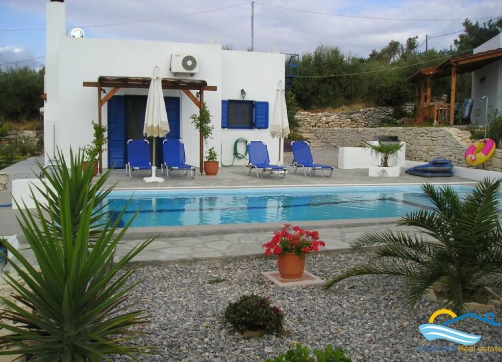 Small villa with nice views and pool, located in traditional village