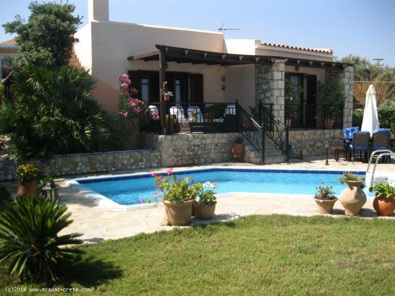 Excellent view villa with swimming pool and nice garden very close to the city and beach!