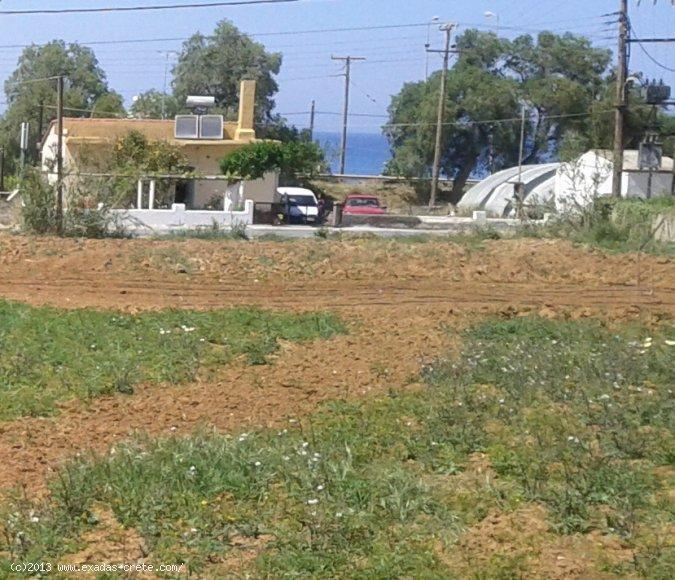 3.000 sq.m plot among to main roads, with lot of building capabilites and next to the beach for sale