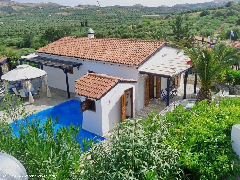 Detached villa of 80 sq.m built on plot of 620 sq.m with swimming pool and storage area