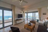 City top floor apartment of 60 sq.m with amazing, unhidden Sea views!