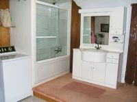 ea_Kato_Asites_bathroom_10_4_08_012