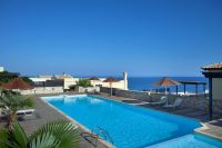 Seaside apartment of 3 br/s in popular complex in Panormon offering great views and garden